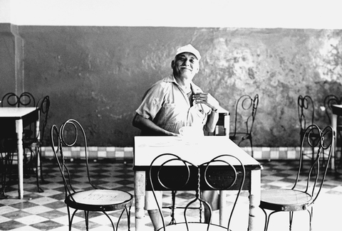 Photographs Man in a Cafe, Merida