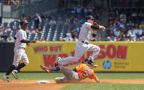 NY Yankees' Stephen Drew turns a double play