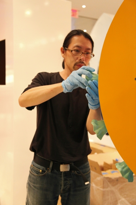"""the art of inspiration"" Yuichiro assembles Yen-Hua Lee's sculpture"
