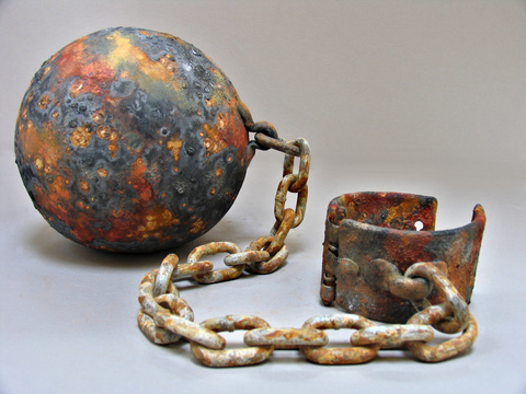 CORINA.- Remendando Mi Patria Stoneware, epoxy and rusted chain