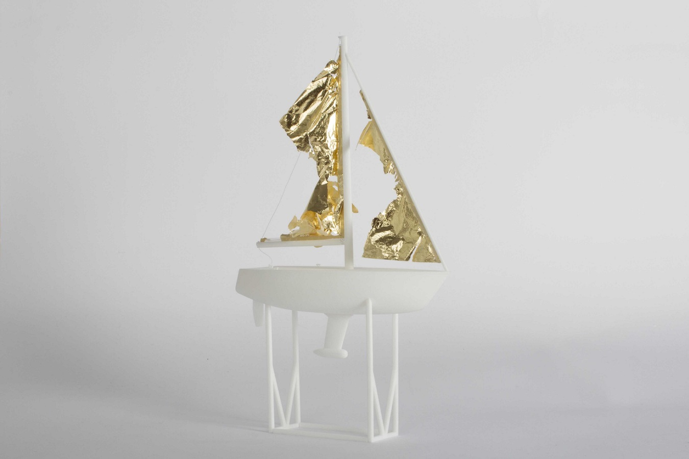 Art Masters This Month Come Di Meglio, Windward, 30x17x6cm, 3D print, gold leaf, white thread, 2014