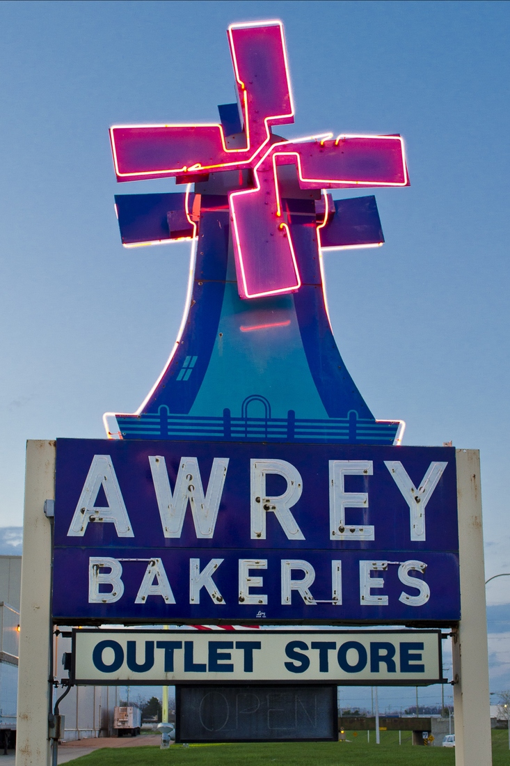 Neon Awrey Outlet - Livonia, Michigan