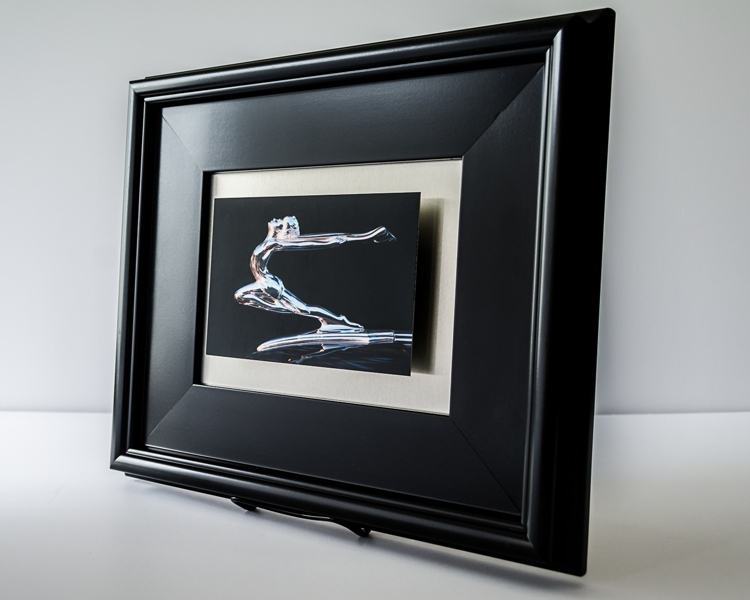 "Product Details The 4""x6"" image floats 1/2"" above a 6""x8"" brushed aluminum background."