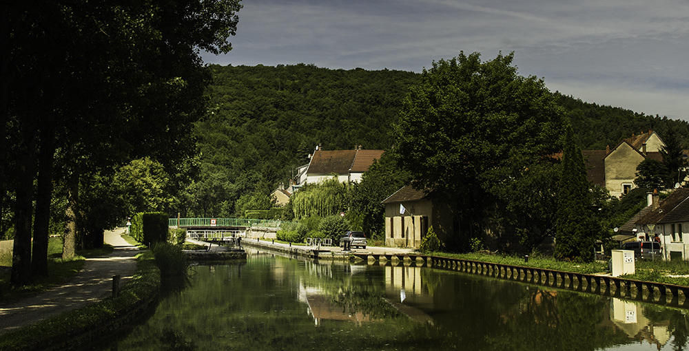Landscapes Gallery Approaching the Lock on the Canal de Bourgogne  ©
