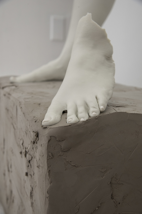 Work Porcelain Legs in the Posture of David