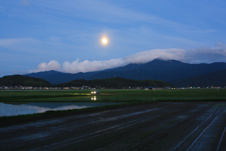 "Itoshima ""Car and Moon"""