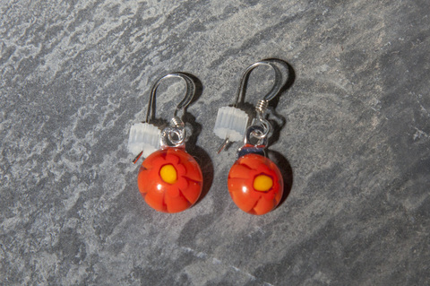 Glass Wear Dangling dot earrings