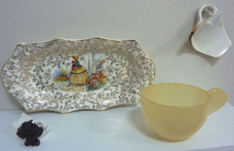 furnishings plate, eggshell, chain, plastic