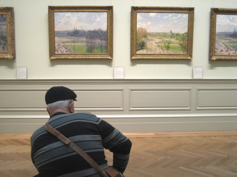 museum man and paintings