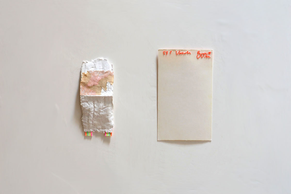 Nicola Ginzel  INSTALLATION VIEWS (plaster impression Element/embroidered index card Fragment) plaster, rubber band, index card, thread