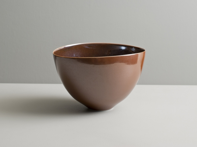 2010 Upright bowl in amber-bronze and russet glazes