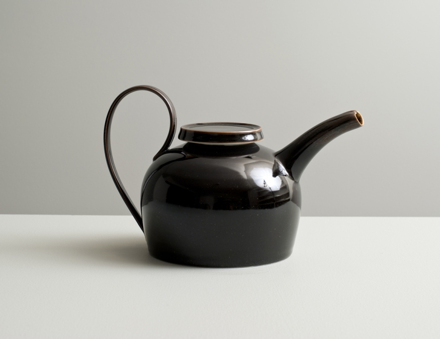 2012 Long-handled ewer in mirror-black glaze (#121013)