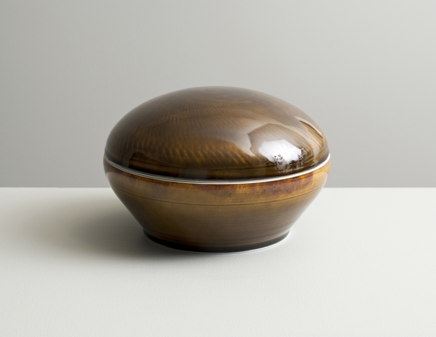 2012 Lidded box in variegated-black and amber glazes (#121037)