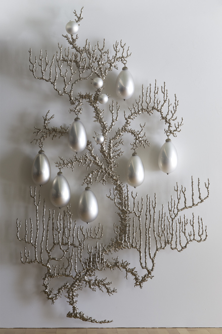 T i m o t h y  H o r n Supernatural (2015) nickel-plated bronze, mirrored blown glass