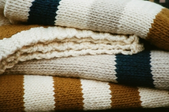 HAND-KNIT BLANKETS - TODDLER & THROWS