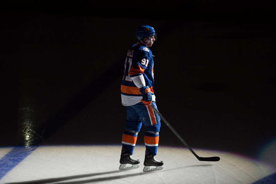 Sports NY Islanders John Tavares takes ice for inaugural home opener