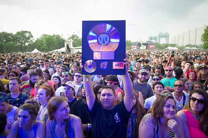 Music De La Soul fans at the Governors Ball Music Festival