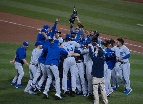 Kansas City Royals win the World Series
