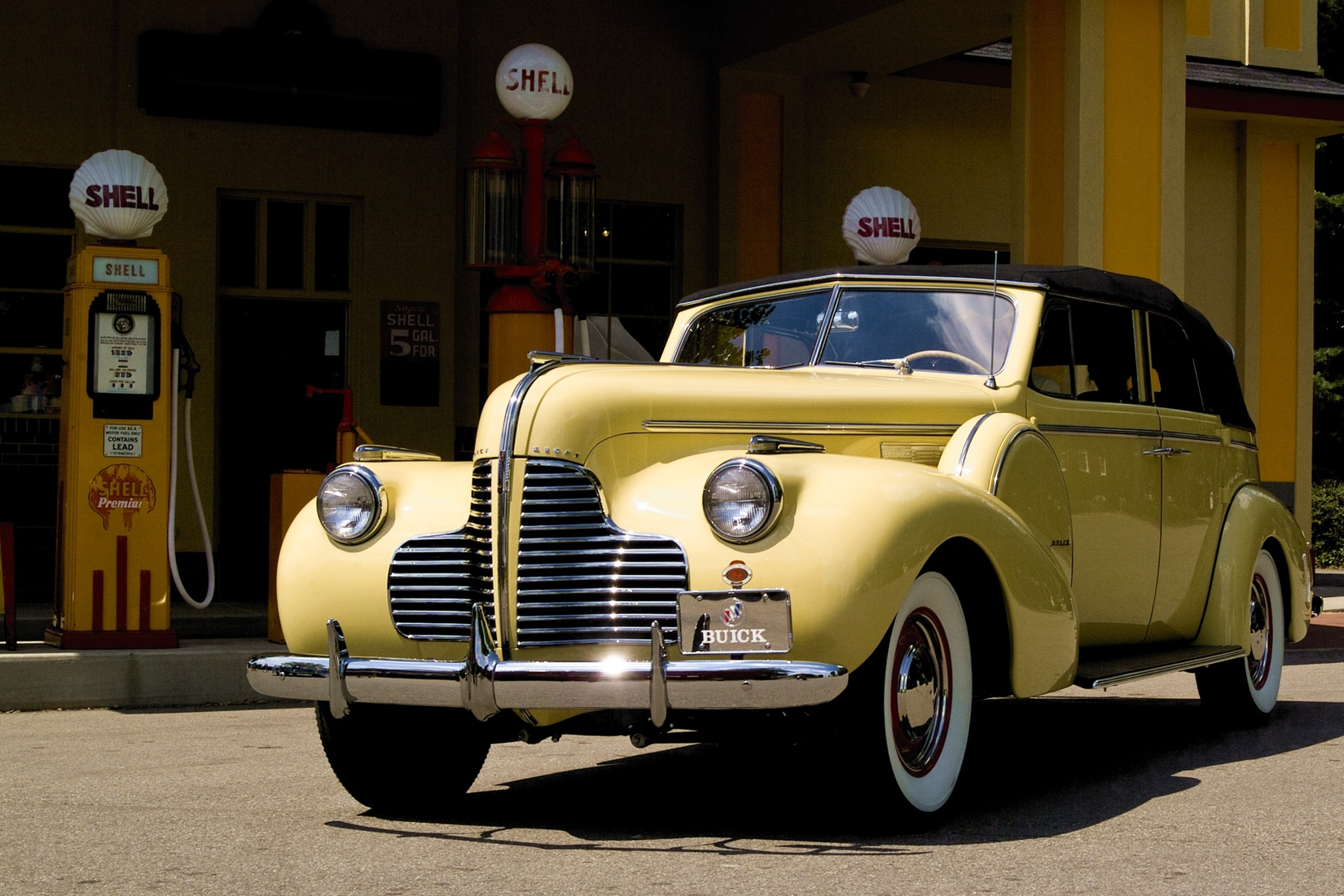 Automotive 1940 Buick
