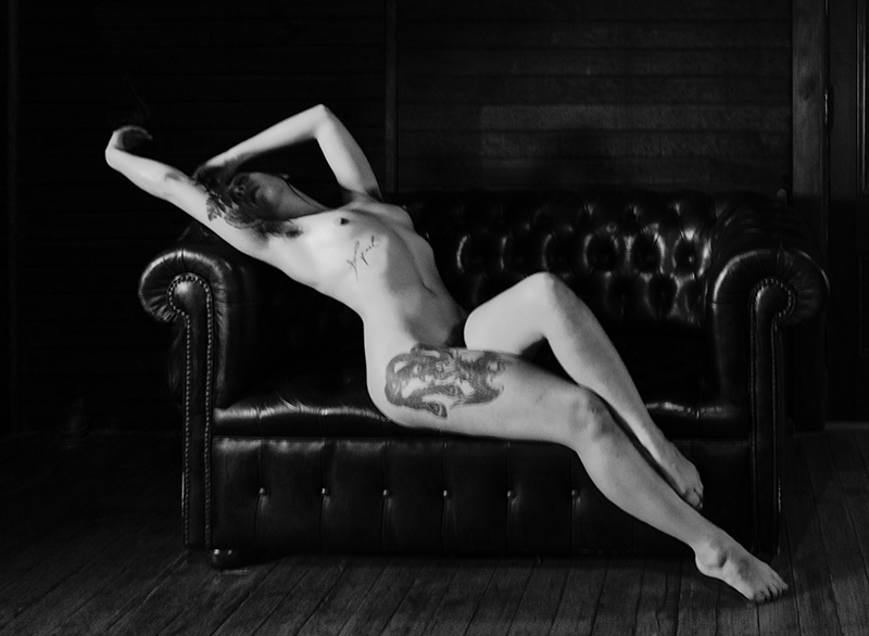 Nude Studies Evyenia and the Couch 7  ©