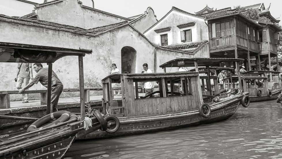 Finding Wuzhen J01-008 Boats Docking