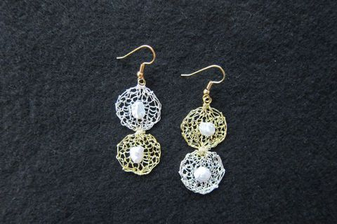 Earrings silver-plated silver and gold wire; grey freshwater pealrs