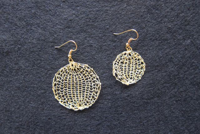Earrings Large and Small Circles, comparison
