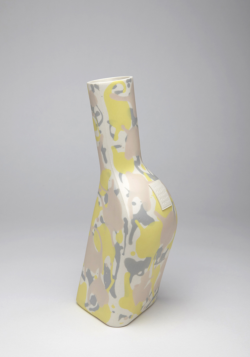 Mie Kongo  2013 - Happy bottle Porcelain, pigment