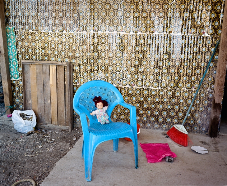 Outskirts Casa de Lamina: Doll, Blue Chair