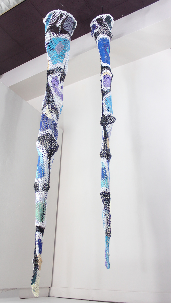 Sculpture Fishing net, paint and crystals